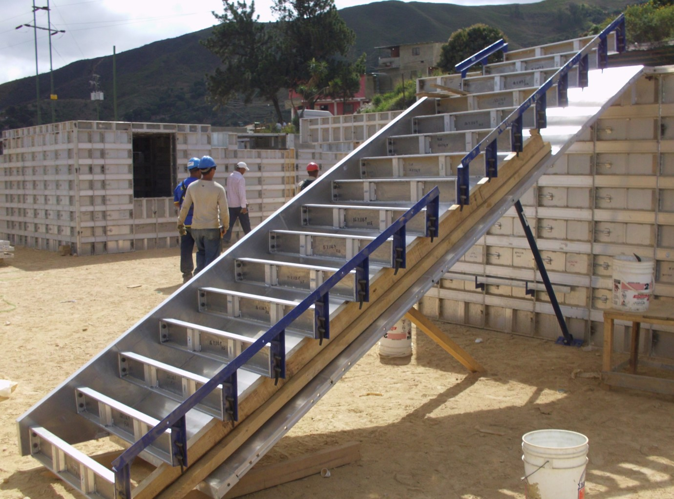 SYSTEM FORMWORK FOR STAIRS